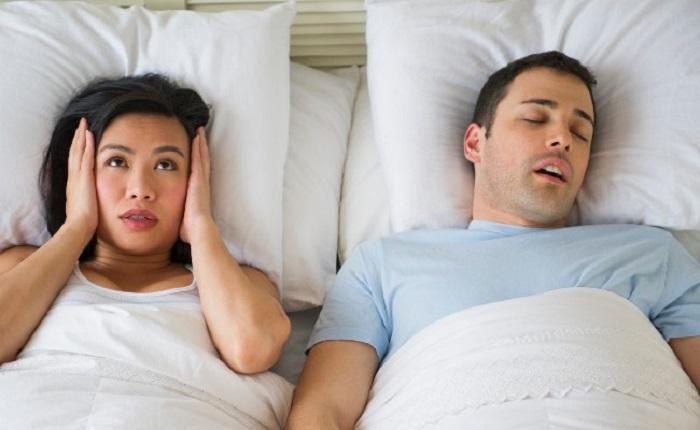 choisir entre Bagues et dispositifs pour arrêter de ronfler la nuit